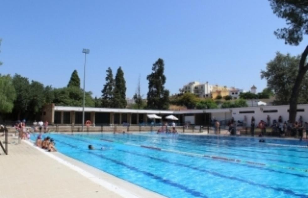 Quejas por los elevados precios de la piscina municipal for Instalacion piscina precio